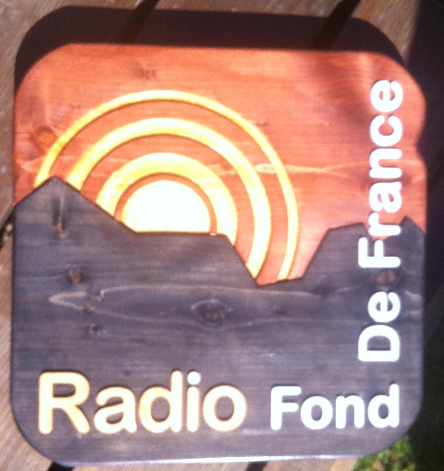 Logo de Radio Fond de France façonné à la main